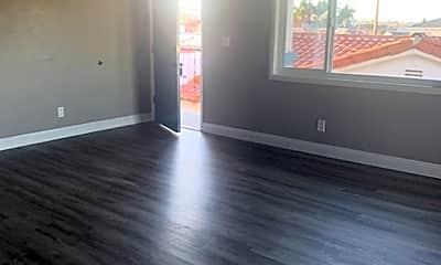 Living Room, 2211 S Grand Ave, 1