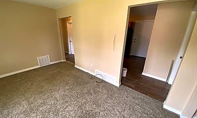 Living Room, 613 E Rio Grande St, 1