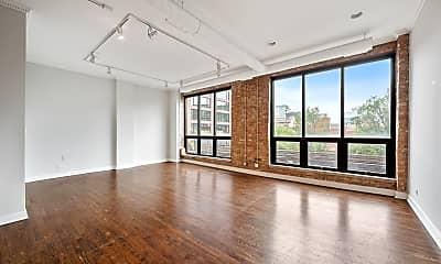 Living Room, 1021 W Lake St 3, 1