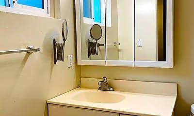 Bathroom, 905 Castlewood Dr, 2