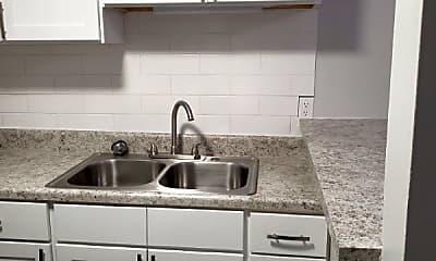 Kitchen, 700 Kecoughtan Rd, 1