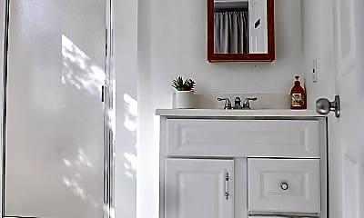 Bathroom, 2815 W 7th St, 1