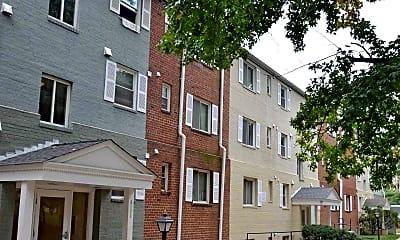 Building, Hollybrooke Apartments, 1