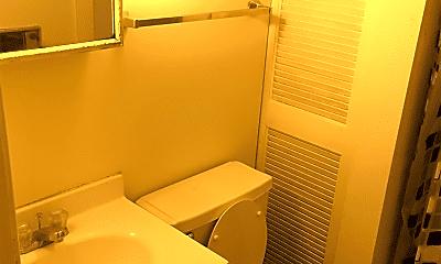 Bathroom, 1005 S 1st St, 1