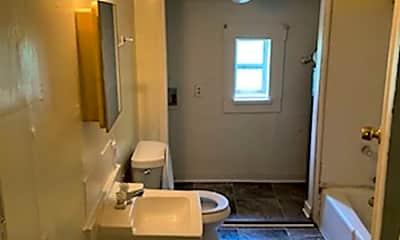 Bathroom, 2905 Lee St, 1