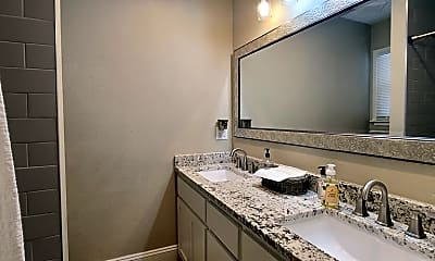 Bathroom, 202 E Shandon Ave, 2