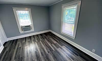 Bedroom, 426 S Beaumont Ave, 2