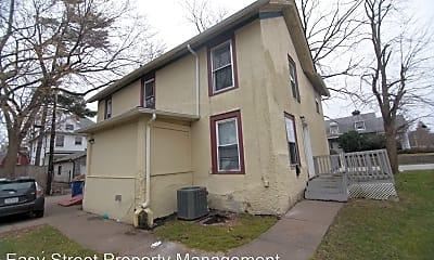 Building, 618 E Locust St, 2