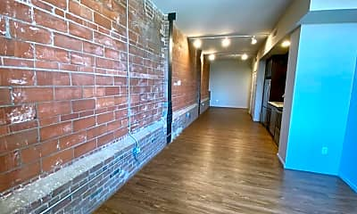 Living Room, 415 Leavenworth St, 2