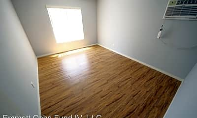 Living Room, 3353 Shelby Dr, 2