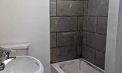 Bathroom, 1638 W 2nd St, 2