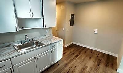 Bathroom, 1307 W Shoshone St, 2