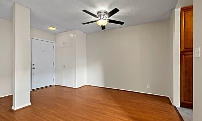 Living Room, 4851 Hazeltine Ave, 2