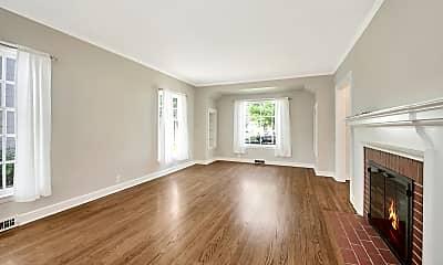 Living Room, 5046 N Kent Ave, 1