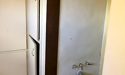 Bathroom, 3011 N Standard St, 2