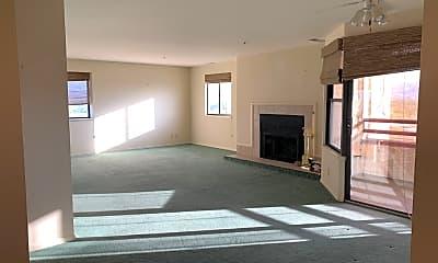 Living Room, 1111 Horizon Dr, 1