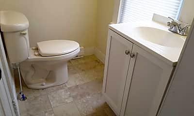 Bathroom, 301 S 10th St, 2