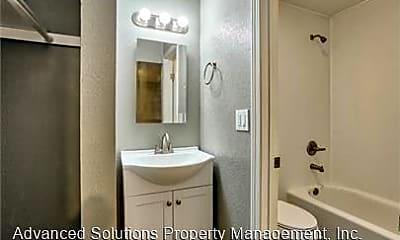 Bathroom, 4660 Westside Rd, 1