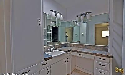 Bathroom, 1300 NW 9th St, 2