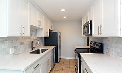 Kitchen, 52 W Etruria St, 1