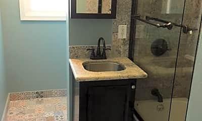 Bathroom, 932 W Highland St, 1
