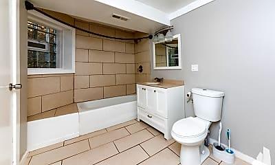 Bathroom, 4735 N Drake G, 2