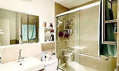 Bathroom, 9229 Queens Blvd 9, 2