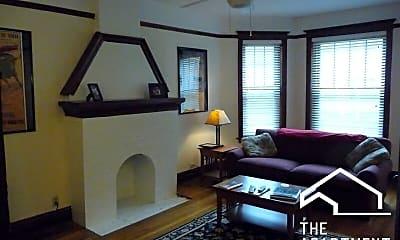 Living Room, 914 W Belle Plaine Ave, 1