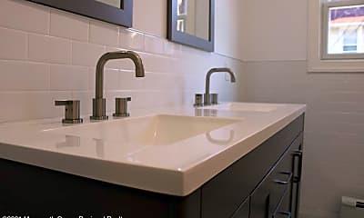Bathroom, 1105 Comstock St, 2