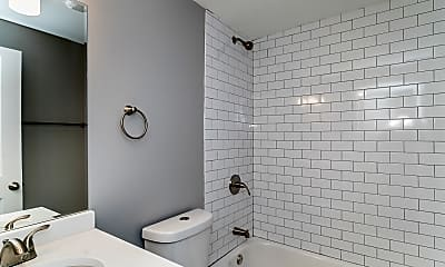 Bathroom, 2235 W Cullerton St 3, 2