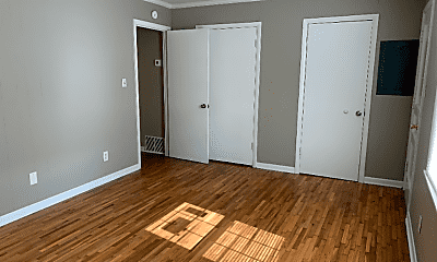 Bedroom, 130 College St, 1