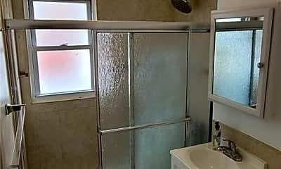 Bathroom, 673 Waypark Ave, 2