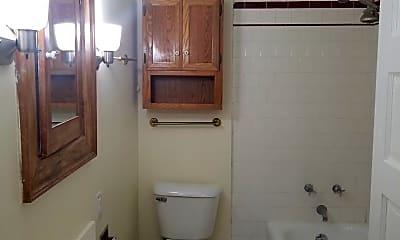 Bathroom, 105 Powhatan Pkwy, 2