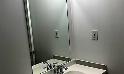 Bathroom, 518 Nash St 4, 2