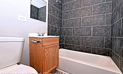 Bathroom, 5614 S King Dr, 2