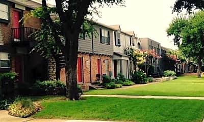 Monticello Crossroads, 2