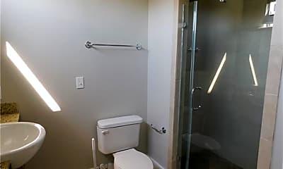 Bathroom, 660 Garden District Dr, 2