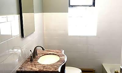 Bathroom, 1234 N Austin Blvd, 2