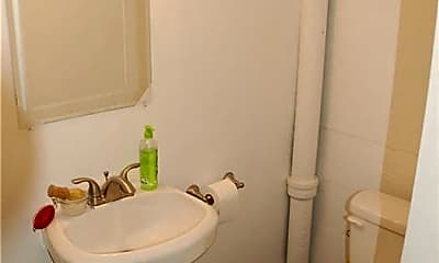 Bathroom, 32 W Louise St, 2