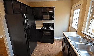 Kitchen, 332 Willow Heights, 1