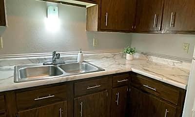 Kitchen, 525 3rd St SW, 1