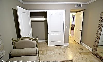 Living Room, 4440 Jarboe St, 2