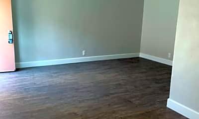 Living Room, 939 S Standard Ave, 1