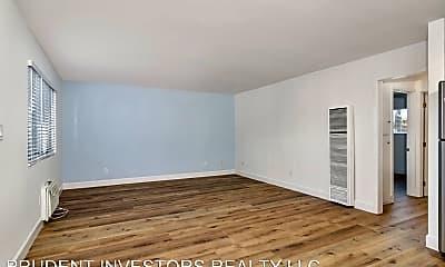 Living Room, 1121 E Washington Ave, 1