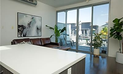 Living Room, 433 Pine Ave, 2