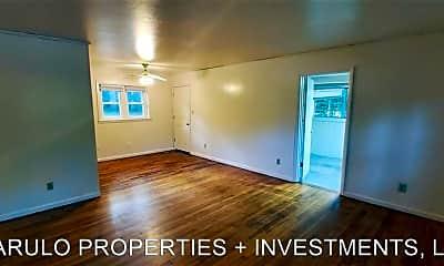 Living Room, 817 S Lipona Rd, 1