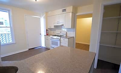 81 Summit Ave 2A, 1