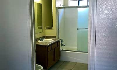 Bathroom, 435 S 6th St, 1