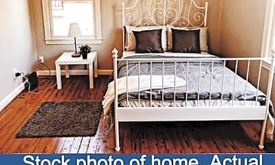 Room for Rent -  a 2 minute walk to bus 3, 1