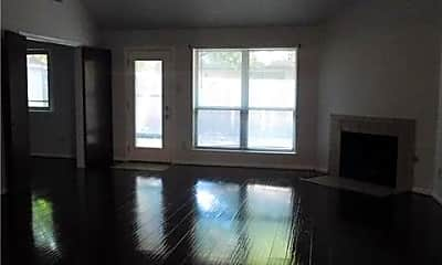 Living Room, 107 Hollywood Dr, 1